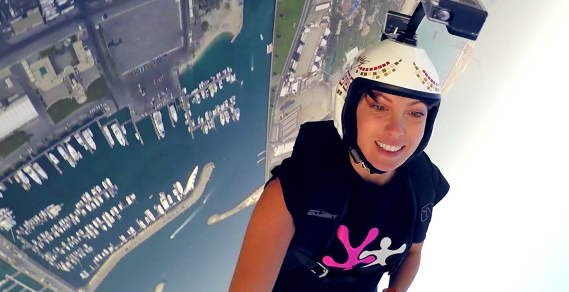 1100ft Freefall Kiss - Roberta Mancino