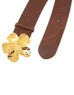 Кожаный ремень с пряжкой в форме цветка