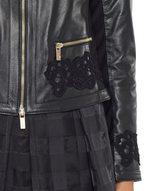 Jacke aus Leder und Cady mit Spitze