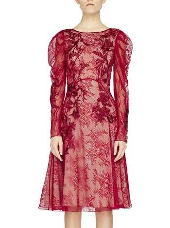 Кружевное платье с вышивкой