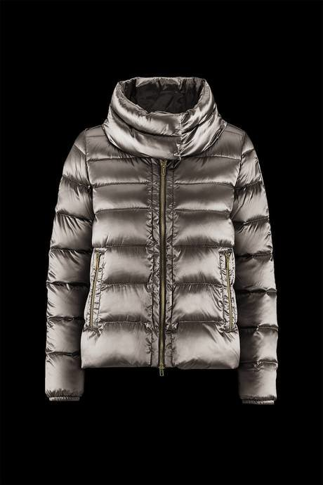 Woman's down jacket high collar