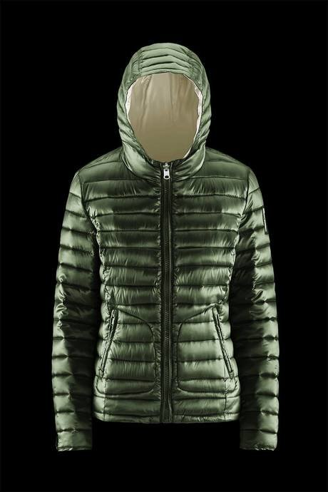 Woman's down jacket reversible and two colors
