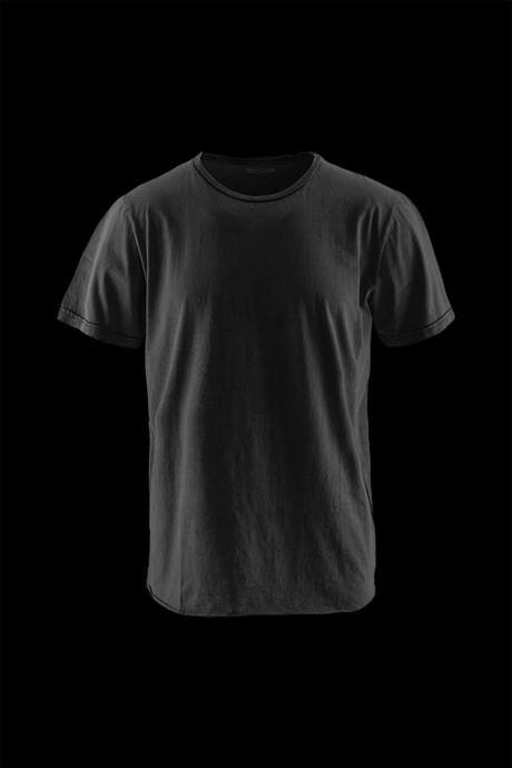 Man's round neck shirt