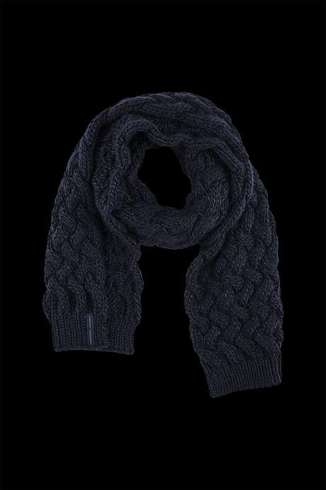 Woman's tricot scarf