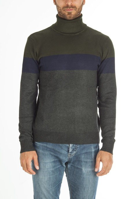 Man's high collar sweater with color block