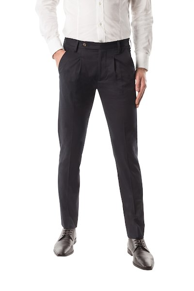 Long trouser with American pocket, pences and long strap.