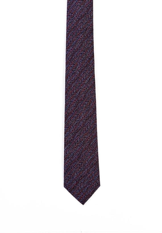 Corbata rayas diagonales sobre base marino.