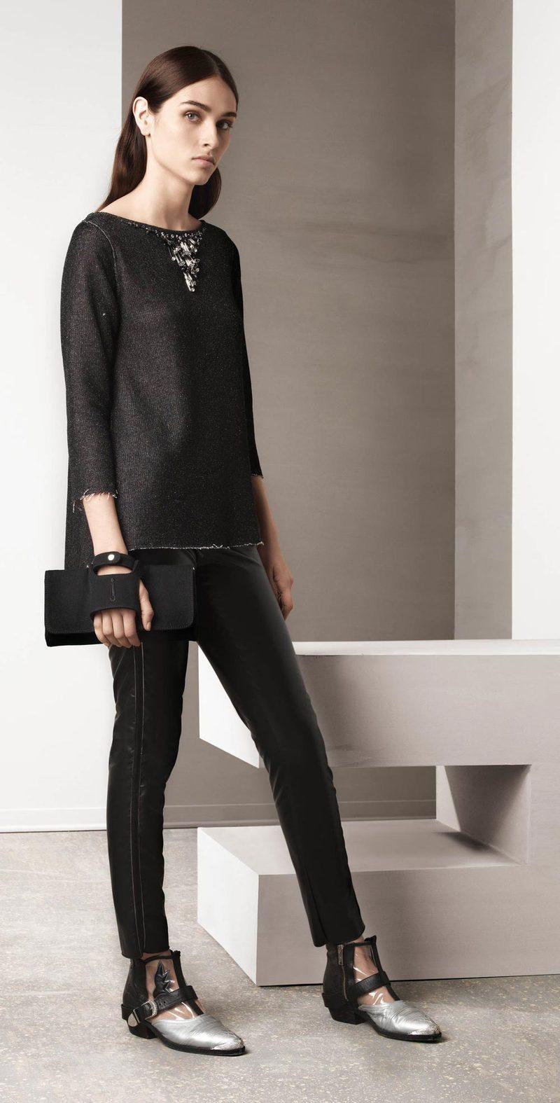 Black leggings with side stripes