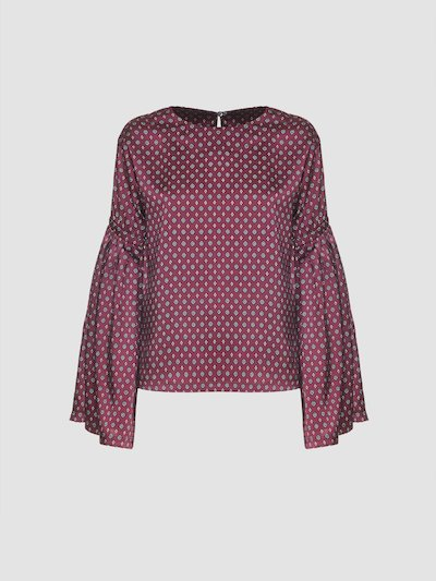 Blouse with wide sleeves