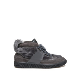 Woobie<br />Grey sheepskin sneaker with leather detailing