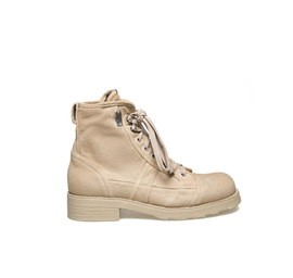 John<br />Sand-coloured canvas polacco boot