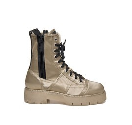 Amtrac<br />Lace-up metallic low boot