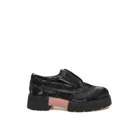 Amtrac<br />Wet-look black cotton shoe