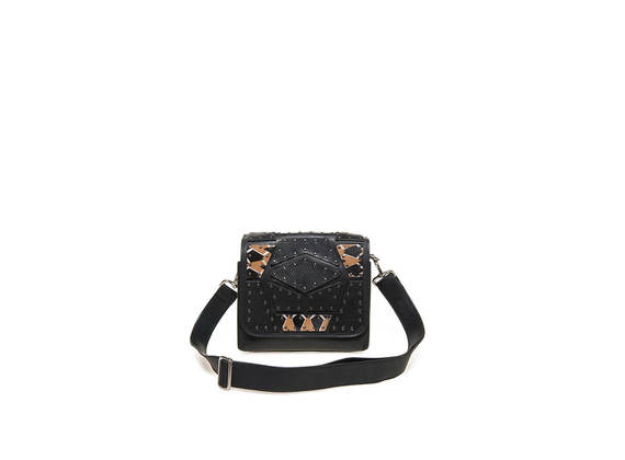 Shoulder bag with patchwork.