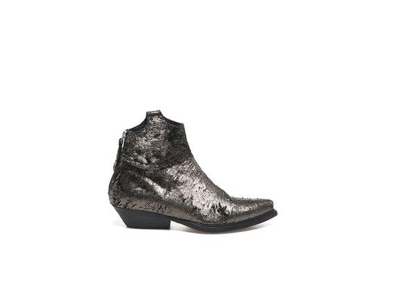 Cowboystiefelette aus bronzefarbigem Leder mit Durchbruchmuster