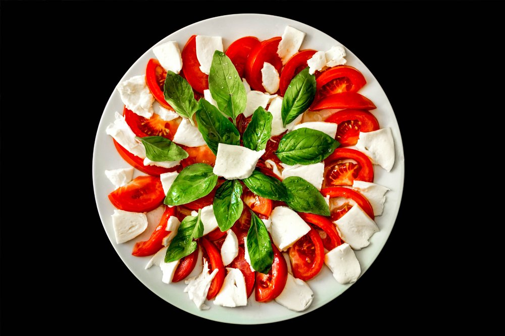 Caprese salad and wine pairing