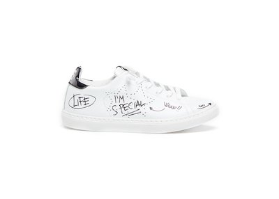 WHITE LOW SNEAKERS BLACK LETTERING