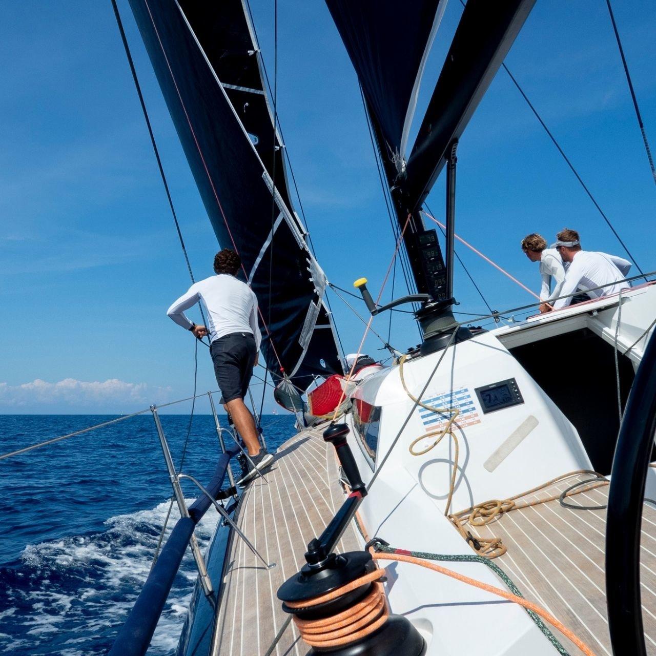 Sardegna in barca a vela, meraviglie tra mare e terra da scoprire insieme a Slam