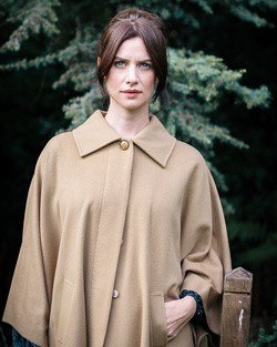 Cashmere Blend Berry Cape in Camel