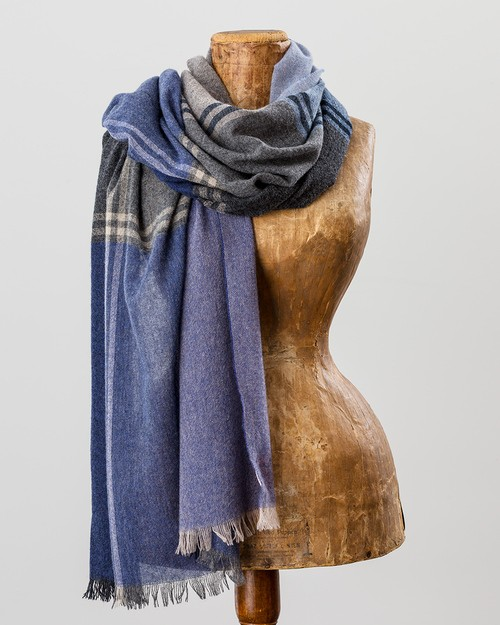 100% Cashmere Plaid Scarf in Blue