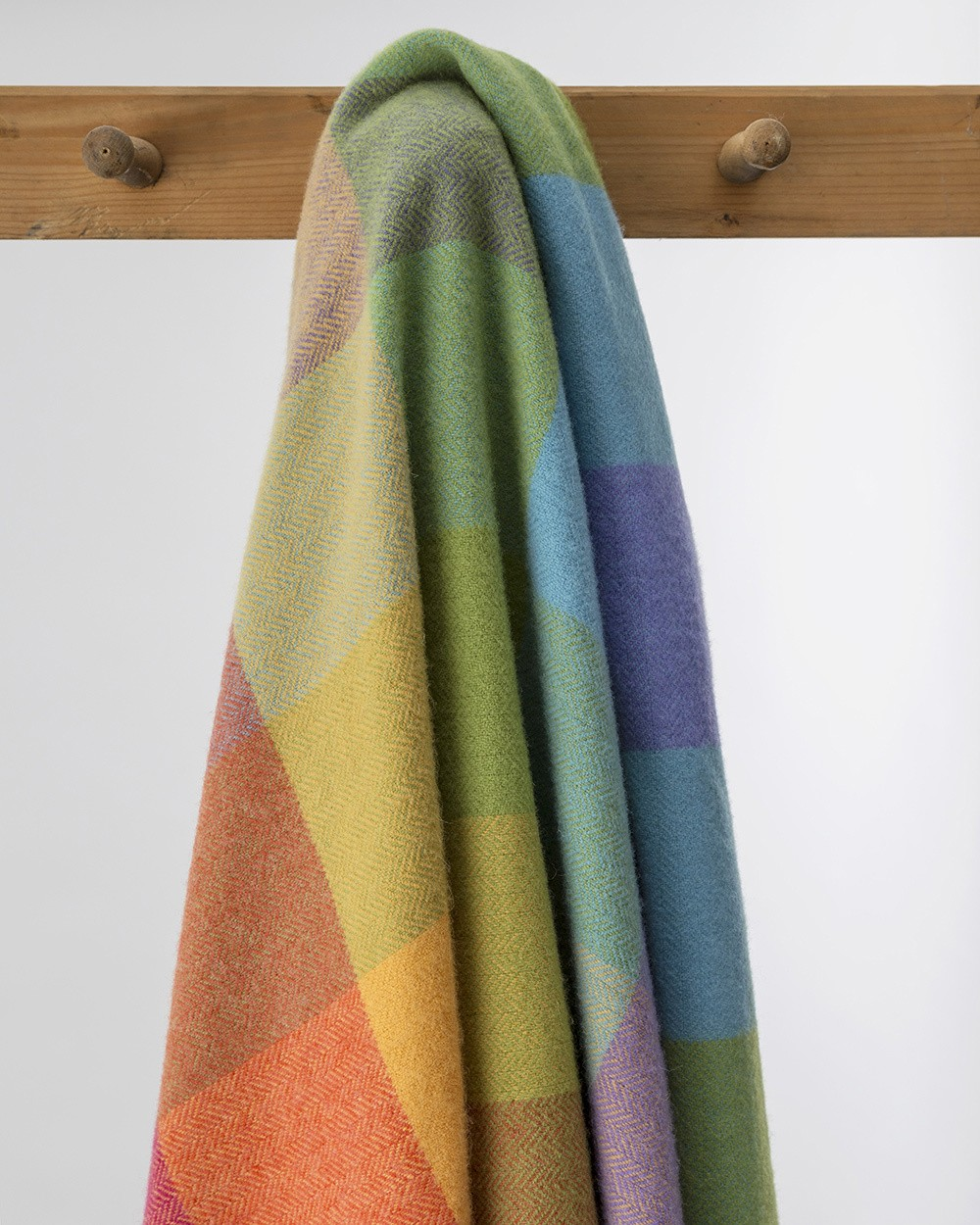 WR73 Lambswool Throw