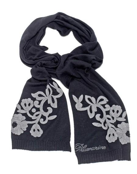 Bufanda de lana con flores de encaje macramé
