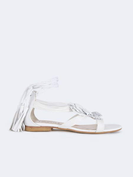 Flat sandals with application of flowers - white