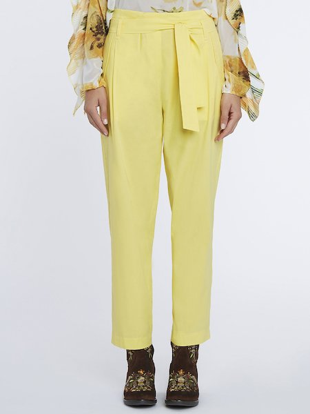 High-waisted trousers with belt - yellow