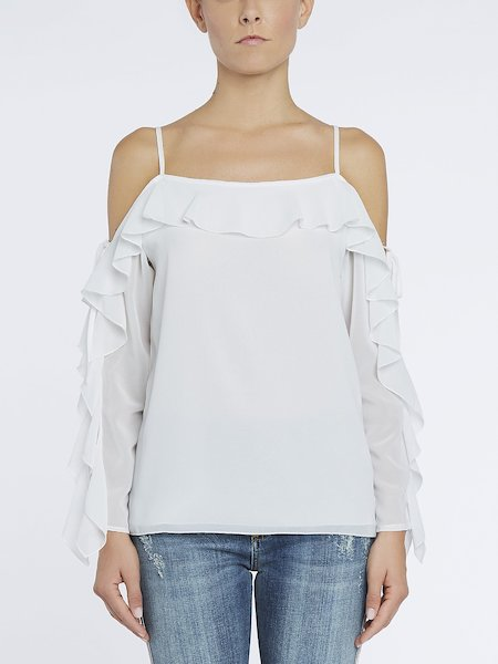 Bare-shouldered blouse with flounces