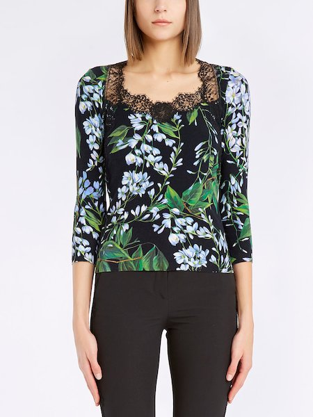 Sweater with three-quarter length sleeves featuring a floral print and lace