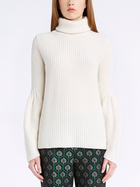 Turtleneck sweater with full sleeves