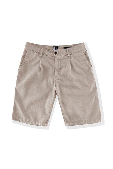 Shorts with pleats and chino pockets