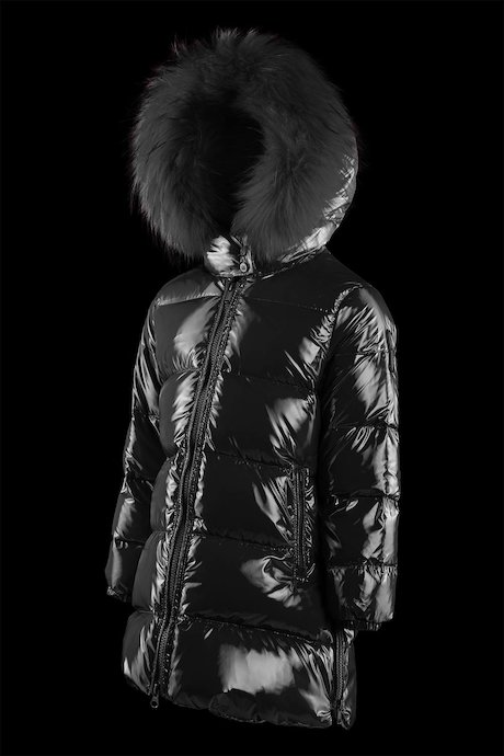 Girl's down jacket laqué with sides zip.