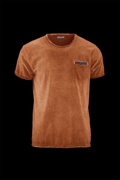 Man's T-shirt Dye