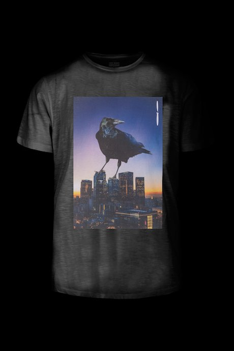 T-Shirt mit Crow on City Druck