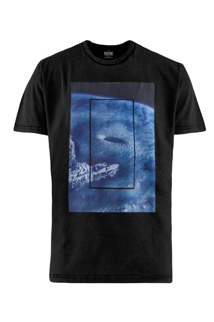 T-shirt gament dyed with Hurricane print
