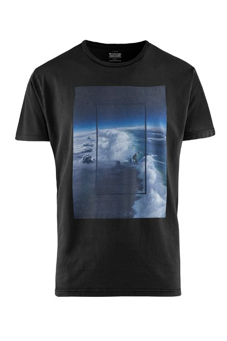 T-shirt gament dyed with Wave print