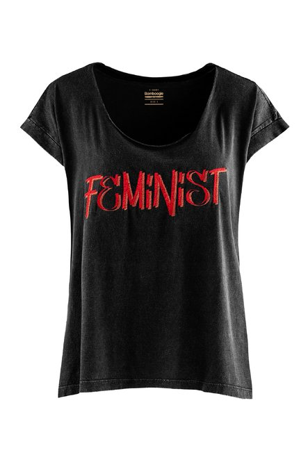 T-shirt wide collar and embroidered lettering