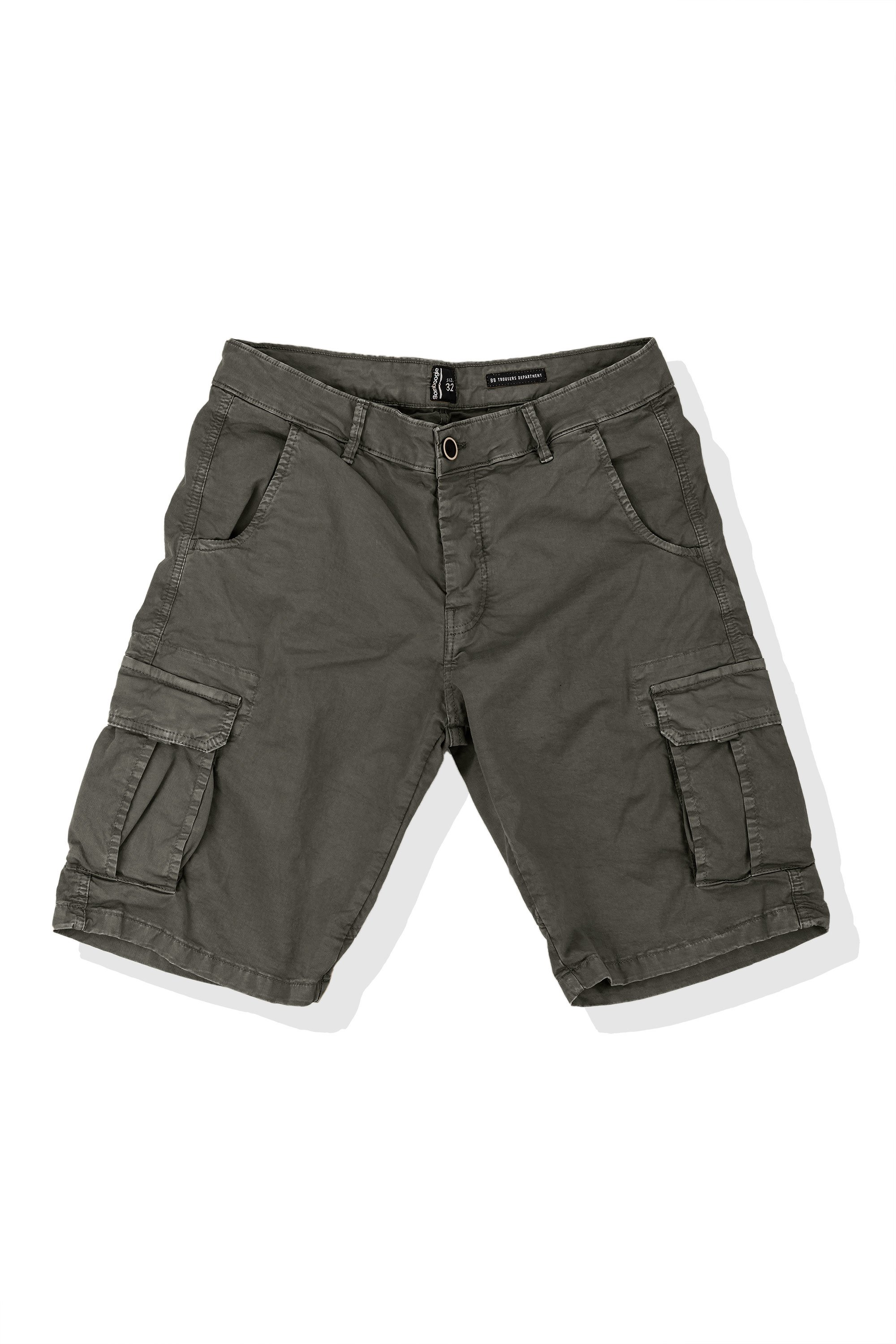 Shorts in twill with cargo pockets