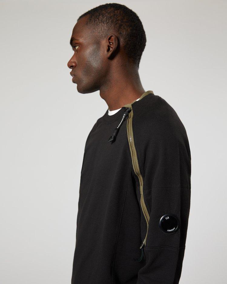 Light Fleece Zip Sleeve Lens Sweatshirt in Black