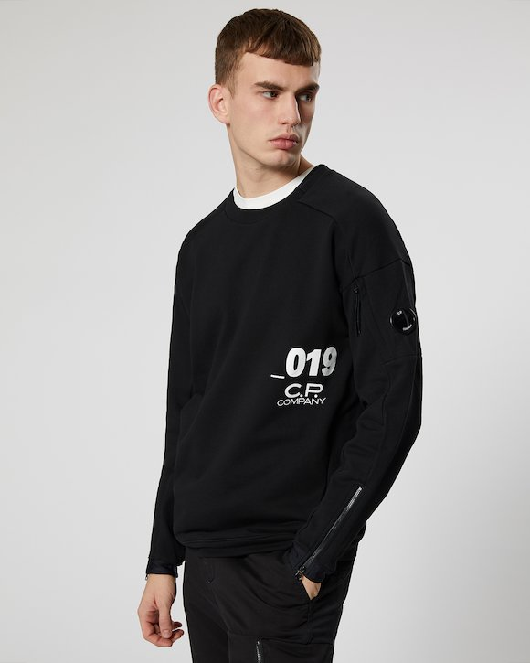 Diagonal Fleece Lens Crew Sweatshirt in Black