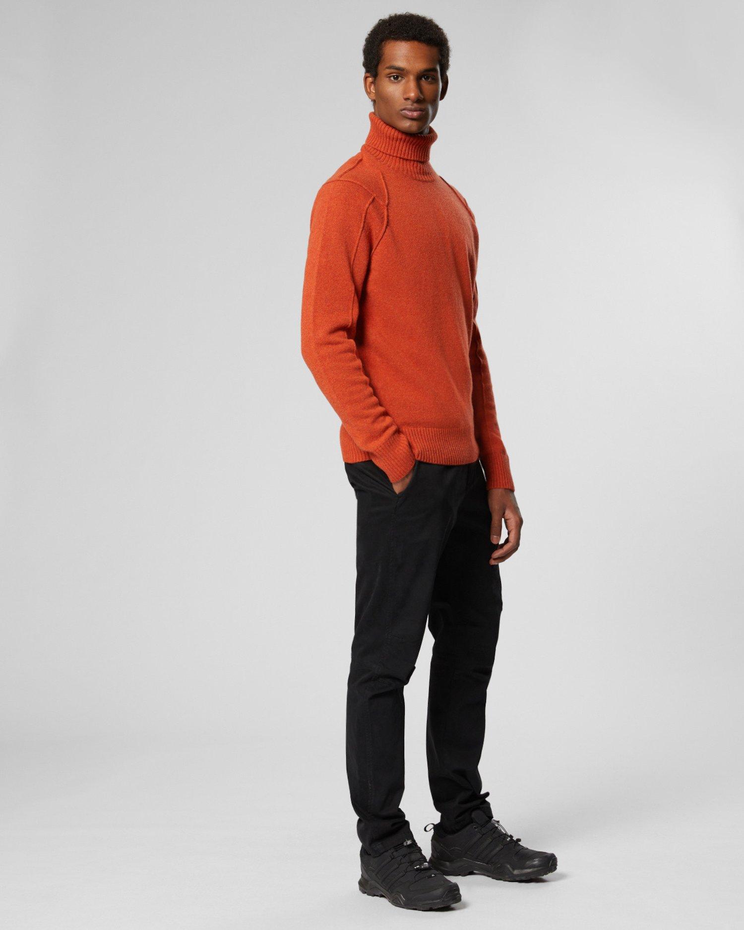 Jersey de lana de cordero con cuello vuelto