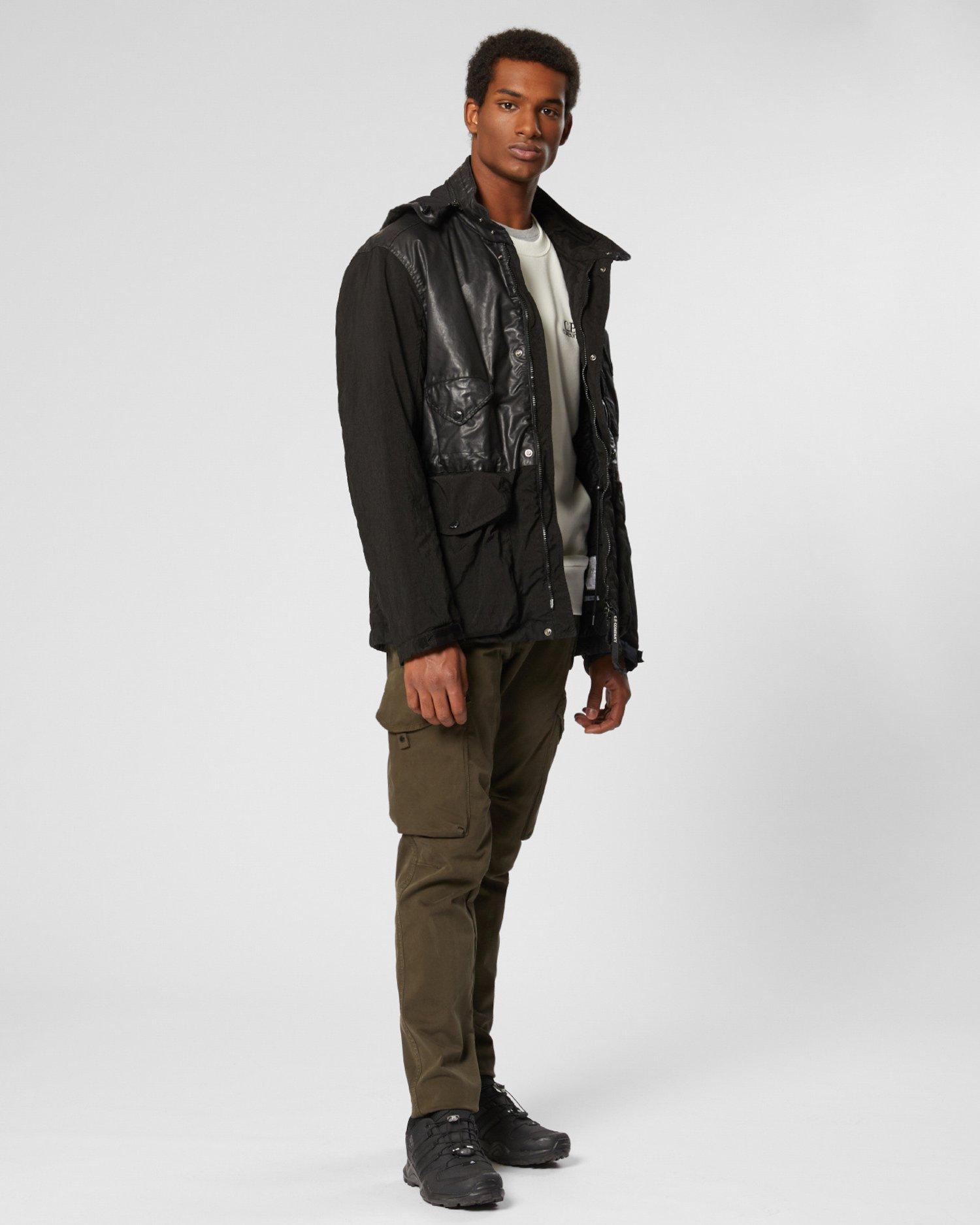 Jacke aus Quarz-Stoff mit kontrastierendem Goggle-Detail