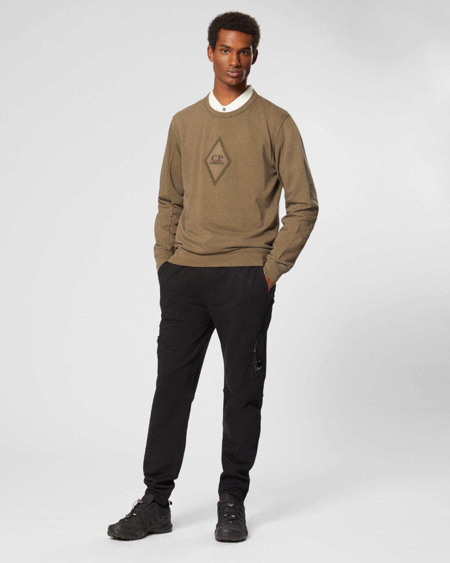 Stückgefärbter Pullover aus leichtem Fleece mit Logo