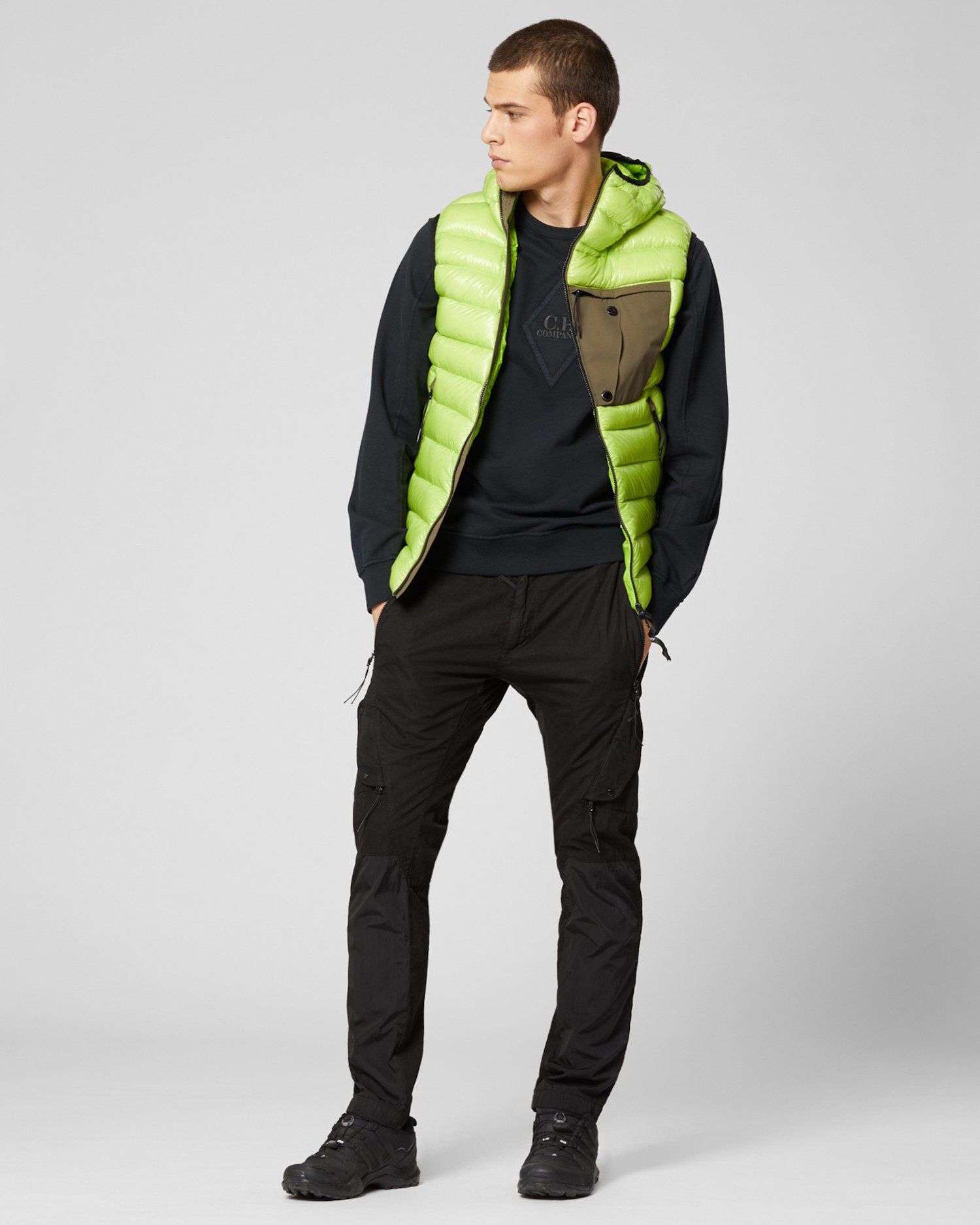 Окрашенный в готовом виде свитер из легкого флиса с логотипом-бриллиантом