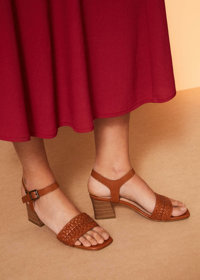 Sherry sandal with woven band