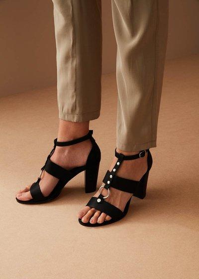 Sandalo Sheila con anello e borchie