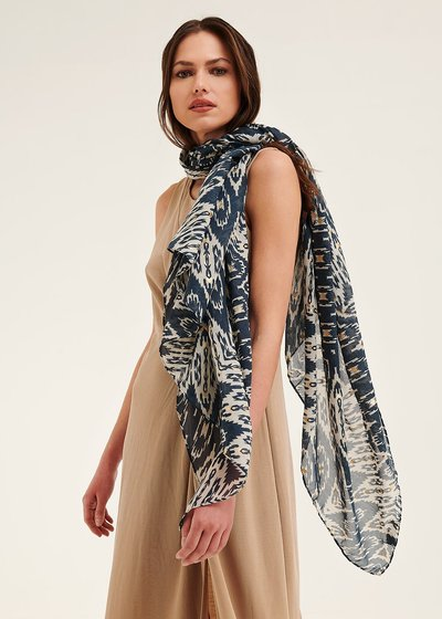 Sonny scarf with ethnic pattern