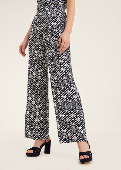 Pier trousers with optical pattern