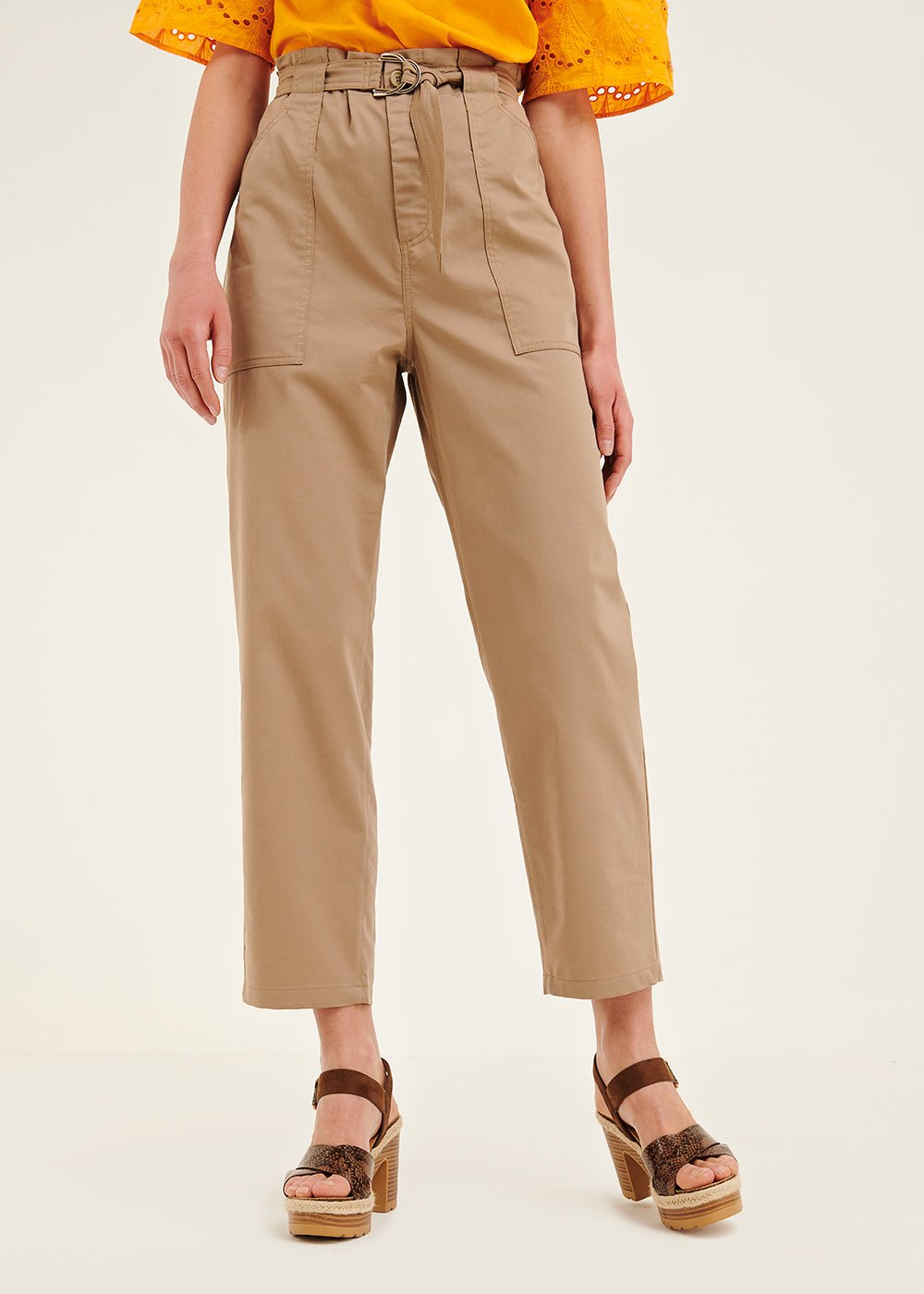 Lara trousers with large pockets and buckle - Desert - Woman